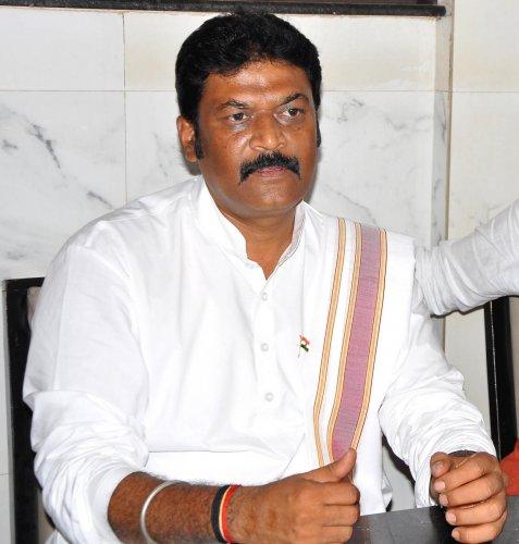 Rahul okayed 'secular' Anand Singh's induction into Cong: Siddaramaiah