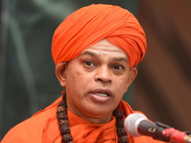 Seer commends Siddaramaiah govt's move on Lingayats, embarrasses Amit Shah