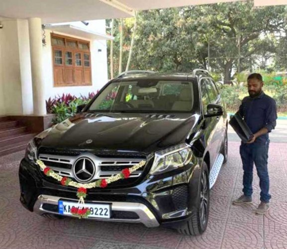 The Mercedes-Benz car said to have been gifted by MLA Byrathi Suresh to former chief minister Siddaramaiah.