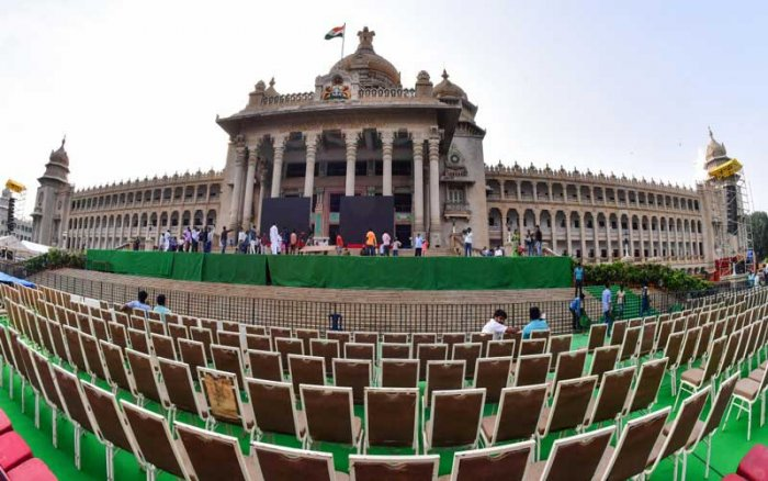 The iconic Vidhana Soudha houses the Karnataka legislature. The steps leading up to this seat of power has been the desired venue of several chief minister-designates for their oath taking ceremony. The tragic part though is that none of them completed a full five-year term. DH Photo