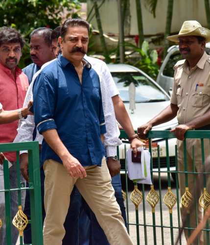 Actor Kamal Hassan comes out of Chief Minister H D Kumaraswamy's home office 'Krishna' in Bengaluru on Monday. DH Photo