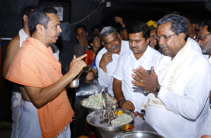 Former chief minister Siddaramaiah offers prayers at the famous Banashankari temple in Badami, during his maiden visit to his Assembly constituency on Thursday. DH PHOTO