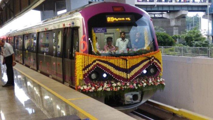 The first six-coach Namma Metro train at the Bayyappanahalli Metro Station in Bengaluru on Friday. (DH Photo/ B H Shivakumar)