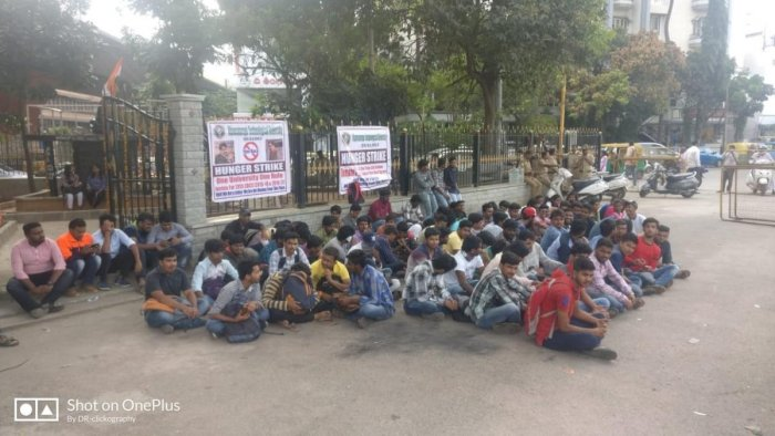 Students of VTU protesting in front of the Gandhi statue, Maurya Circle. DH photo