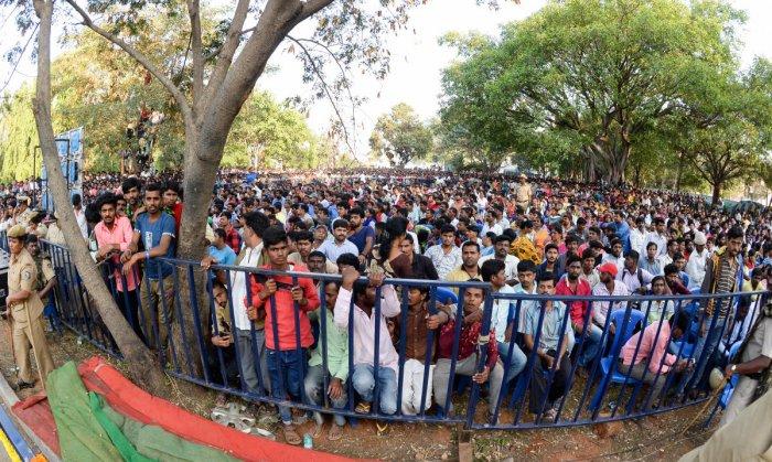 Fans throng Kanteerva Studios, late actor Ambareesh's funeral site in Bengaluru. DH file photo.