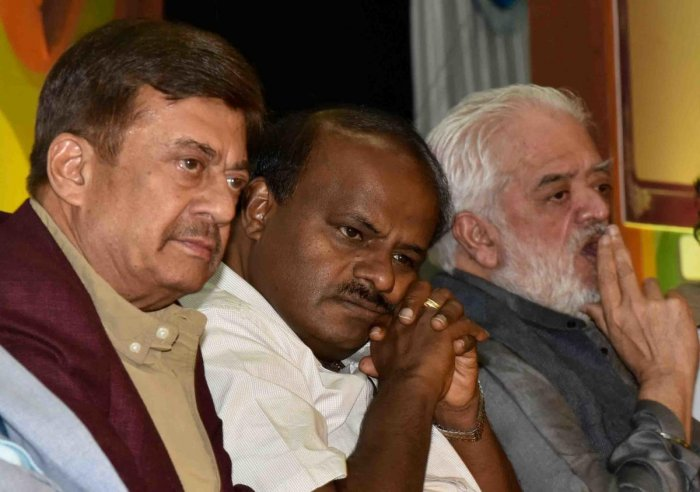 Chief Minister H D Kumaraswamy, Sandalwood's versatile actor, Anant Nag and Bollywood filmmaker Rahul Rawail at the inauguration of the 11th Bengaluru International Film Festival (BIFFes) in the city on Thursday. DH photo/MANJUNATH M S