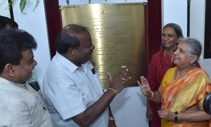 Chief Minister H D Kumaraswamy, Infosys Foundation chairperson Sudha Murty and DGP Neelmani Raju during the inauguration of the centre in Bengaluru on Thursday.DH Photo /Janardhan B K