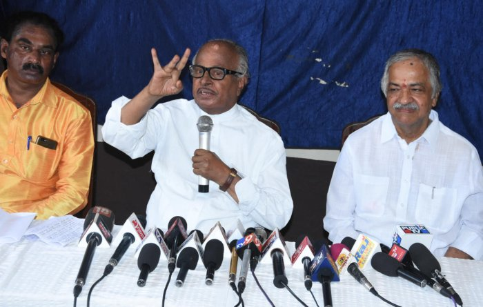 Veteran Congress leader B Janardhana Poojary addresses mediapersons at Hotel Woodlands in Mangaluru on Thursday. Former MLA Vijaykumar Shetty is also seen.Veteran Congress leader B Janardhana Poojary addresses mediapersons at Hotel Woodlands in Mangaluru