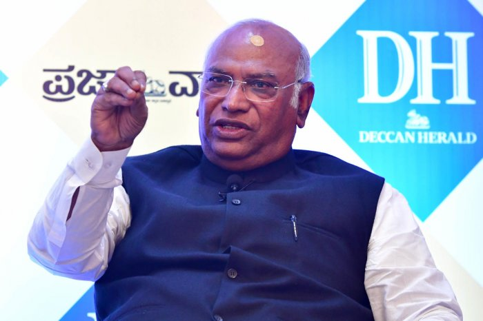 Veteran Congress leader Mallikarjun Kharge at an interaction organised by Deccan Herald and Prajavani on Thursday. DH Photo