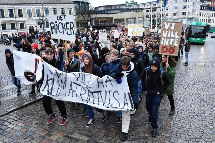 """Youths demonstrate with a banner reading """"We want climate justice"""" during the """"Fridays For Future"""" movement on a global day of student protests aiming to spark world leaders into action on climate change. AFP photo"""