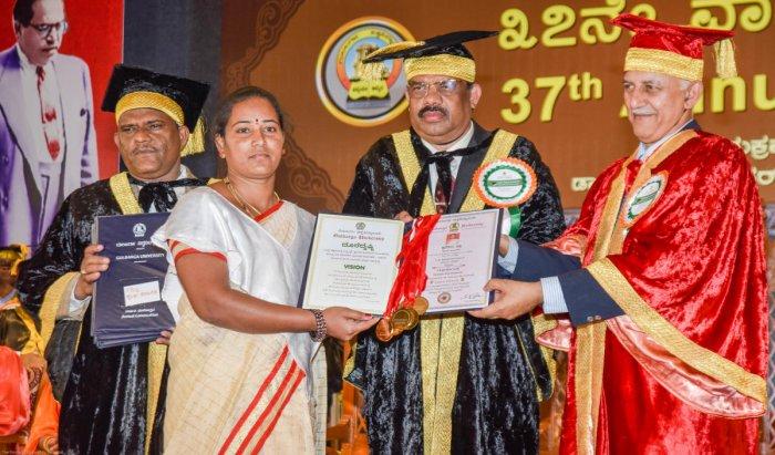 Shylaja Sharanagouda recieves 8 gold medals in MA (Kannada) from Vice Chancellor Prof S R Niranjana and former CFTRI director V Prakash at the 37th Convocation of Gulbarga University held in Kalaburagi on Friday. Registrar (Evaluation) Prof D M Madari is