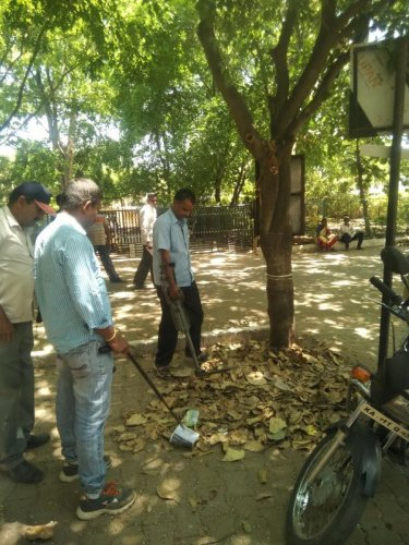 Bomb Detection and Disposal Squad personnel inspect the court premises in Kollegal in Chamarajanagar district on Friday. DH photo