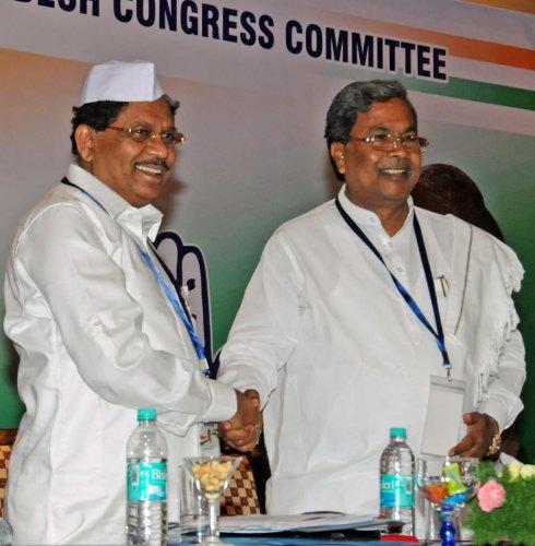Karnataka Deputy CM G Parameshwara and CoalitionCoordination Committee chairman Siddaramaiah. DH file photo.