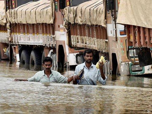Rain continues to batter TN, water enters Chennai hospital