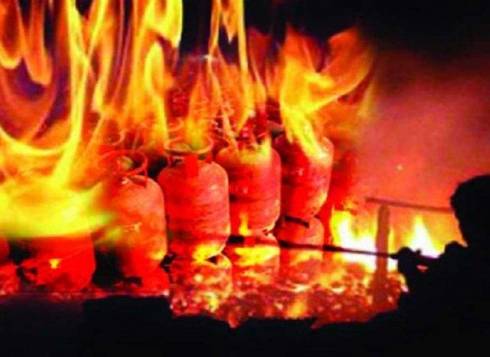 40 shops gutted in Meenakshi temple fire