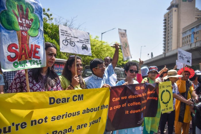 The Citizens groups held a protest against Elevated Corridor construction at Maurya Circle in Bengaluru on Saturday. DH photo by SK Dinesh