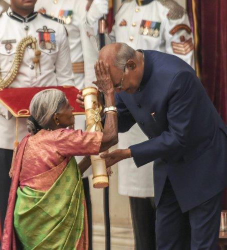President Ram Nath Kovind being blessed by renowned environmentalist Saalumarada Thimmakka after she was awarded Padma Shri during 'Padma Awards 2019'. PTI