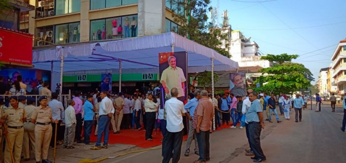 A pall of gloom descended in Goa on Monday as it prepares tobid adieu toManohar Parrikar. Huge posters and banners of Parrikar in the roads of Panjim, the capital of the tiny tourism state. DH photo