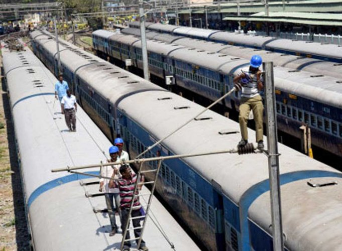 The national transporter has identified 150 major junctions in its networks across the country where each train takes waiting time of around 10 minutes to 30 minutes before getting a signal to enter the station. DH file photo