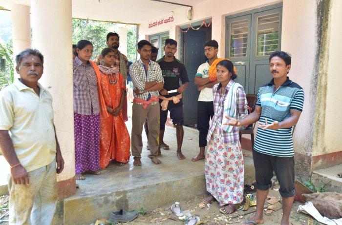Residents of Malekudiya Colony of Banjarumale have refused to budge from their decision to boycott the Lok Sabha elections.