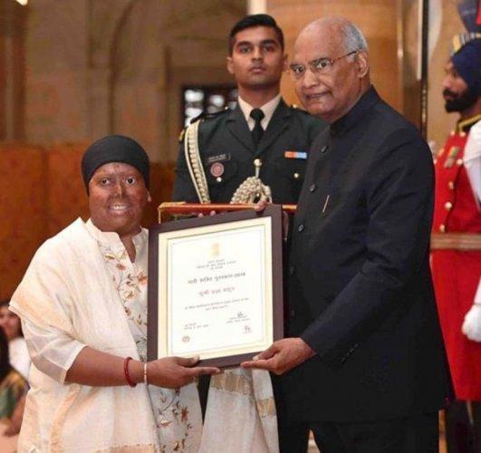 Pragya being awarded by President Ram Nath Kovind.