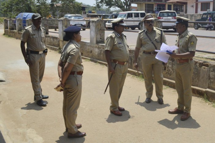 IGP (Southern range) Umesh Kumar visits the polling booth at St Antony School in Suntikoppa on Tuesday.