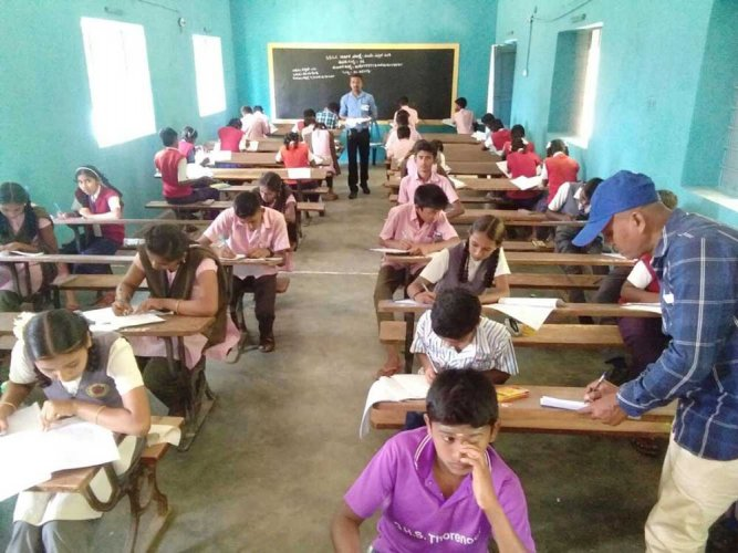 On Day One, students will take their first language paper. The examinations will be held  between 9.30 am and 12.30 pm. Over 8.41 lakh students are appearing for this year's SSLC exams. (DH File Photo)