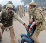 Violence erupts at India Gate, protesters teargassed