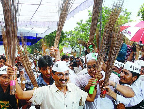 Delhi votes tomorrow, triangular contest with AAP's debut