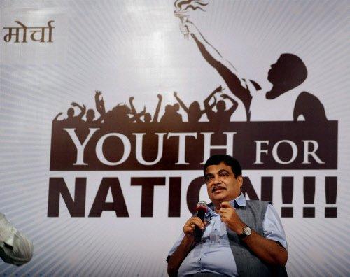 AAP-Cong deal to stop BJP: Gadkari; rubbish, says Kejriwal