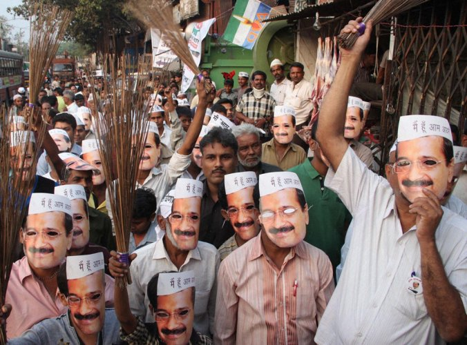 AAP to contest LS polls in 20 states, may field Vishwas against Rahul