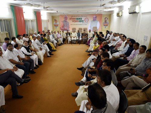 Parties lay groundwork for mid-term polls in Delhi