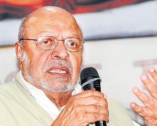 Kannada film makers must come out with better content, says Benegal
