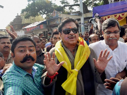 Shatrughan Sinha backs JNU student union leader, calls for his release
