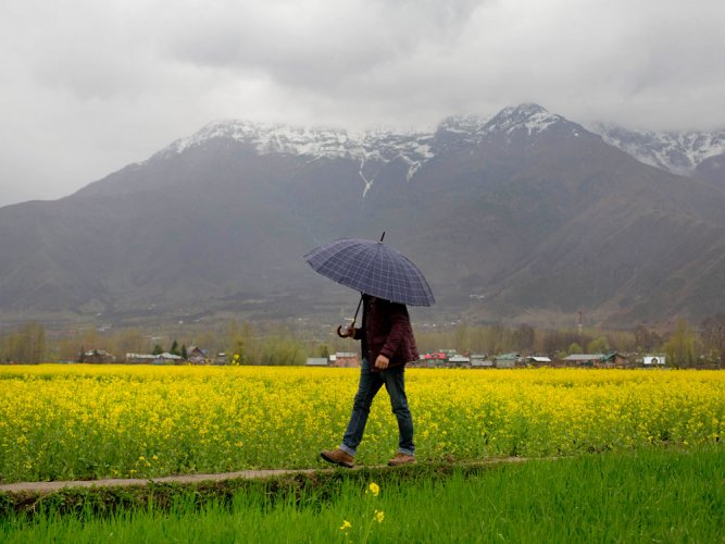 Pre-monsoon rains drench north, elude Delhi; 2 killed in Kashmir