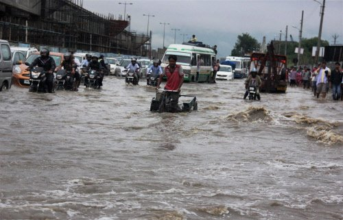 Heavy rains in Delhi for 2nd consecutive day; traffic crawls