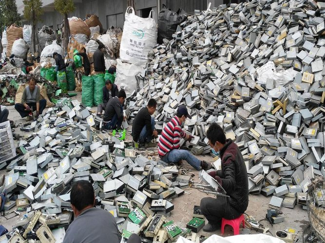 China is trying to promote recycling of electronic waste to improve its environment, cut costs and ease its dependence on foreign resource imports.