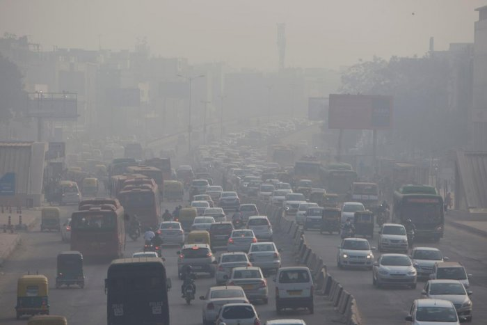 While the Central Pollution Control Board (CPCB) data showed the overall air quality index (AQI) at 'severe' level of 416, the Centre-run System of Air Quality and Weather Forecasting (SAFAR) recorded an AQI of 423. (AFP File Photo)