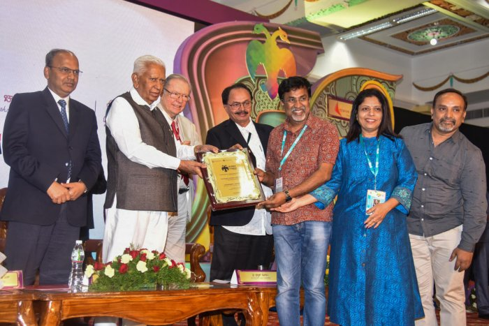 Governor Vajubhai Rudabhai Vala presents the Kannada Cinema Competition first place award to P Sheshadri, the director of Mookajjiya Kanasugalu, and the film's team at a ceremony held at the Banquet Hall, Vidhana Soudha, in Bengaluru on Thursday. Chief Secretary T M Vijay Bhaskar, Polish filmmaker Cryzstof Zanussi and chairman of Karnataka Chalanachitra Academy Nagathihalli Chandrashekhar are also seen. DH Photo by S K Dinesh