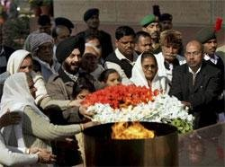 Leaders pay homage to martyrs of Parliament terror attack