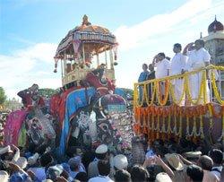 Royal procession marks grand finale of Dasara fest in Mysore