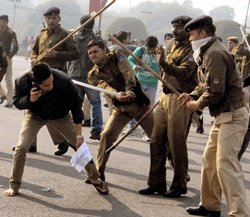 Delhi protesters caned; panel to probe gang-rape