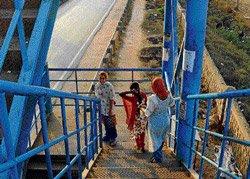 Pedestrians shun unscientific skywalks on Tumkur Road