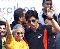Shah Rukh adds magic touch to Delhi Half Marathon