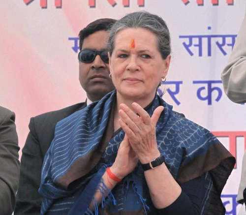 Sonia Gandhi votes in Delhi Assembly election