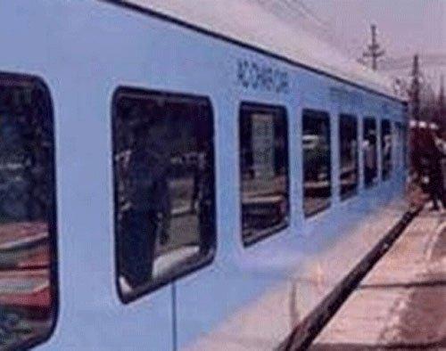 Smoke in Howrah-Mysore Express causes panic