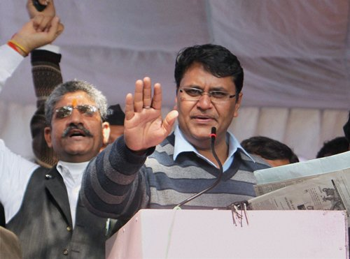 Claiming support of 5 MLAs Binny threatens to pull down AAP govt