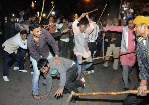 AAP and BJP workers fight pitched battle