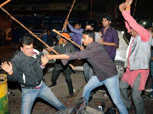 AAP, BJP men clash after Kejriwal's 'detention' in Guj