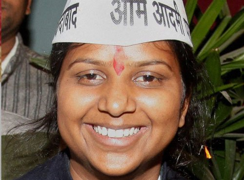 AAP to replace North West Delhi candidate with Rakhi Birla
